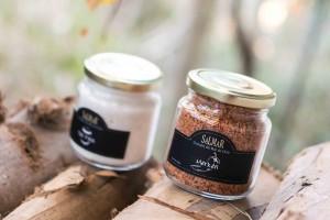 Frasco de 275gr de sal con sabores (Merkén, Ajo, Ciboulette, Albahaca, Pimentón Rojo, Rocoto). Precio: $3.200